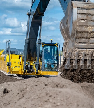 Automatic excavator system provides design and position