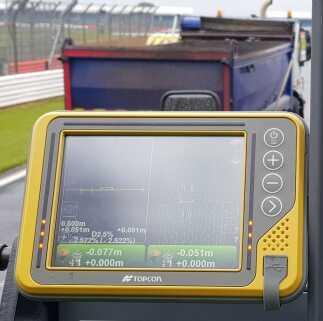 La corsa ai lavori di riasfaltatura di Silverstone
