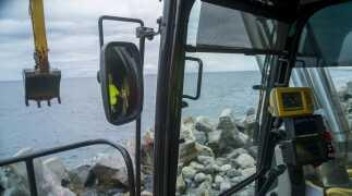 Dodging rocks: a new coastal road in the Indian Ocean