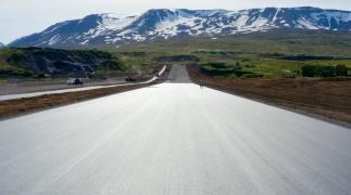 Nieuw wegdek van IJslandse dragracebaan met het SmoothRide concept