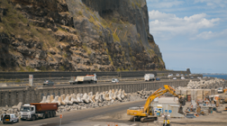 La Réunion: Building a Road in the Indian Ocean